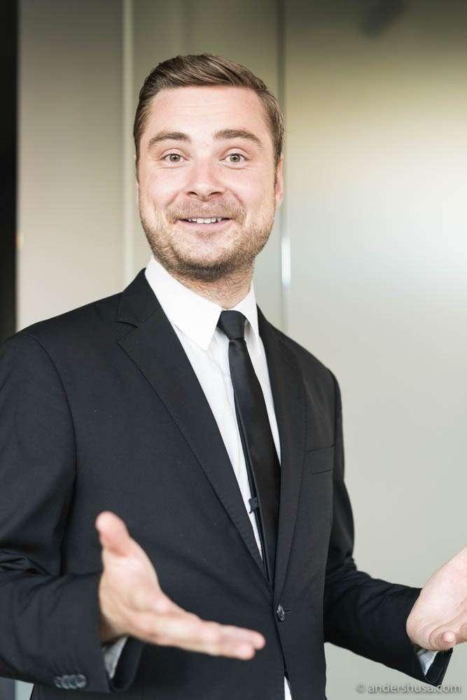 Maaemo waiter Erlend Lehland.