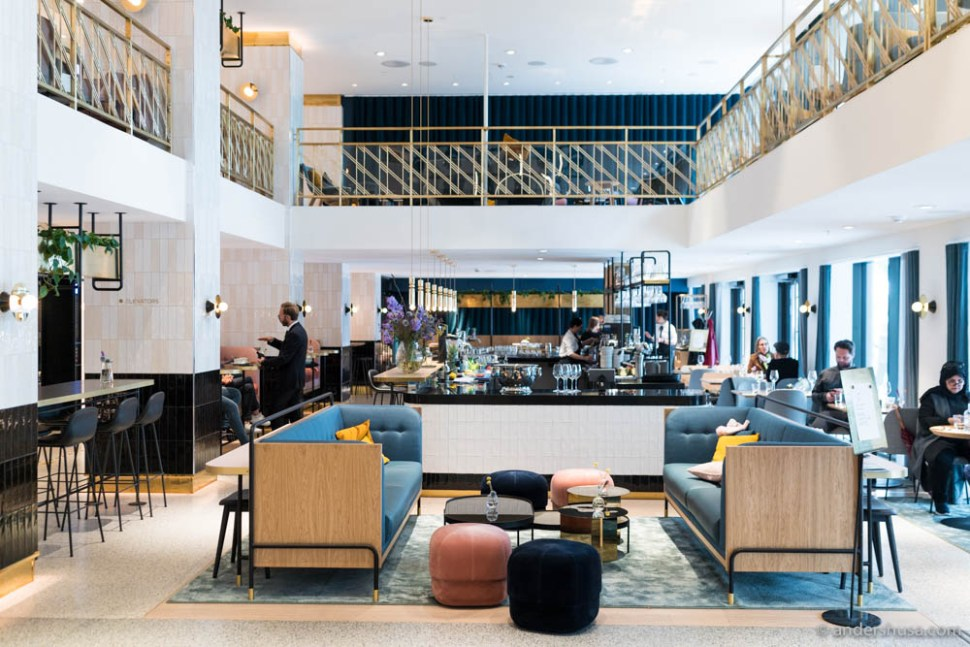 The lounge and bar area as you enter