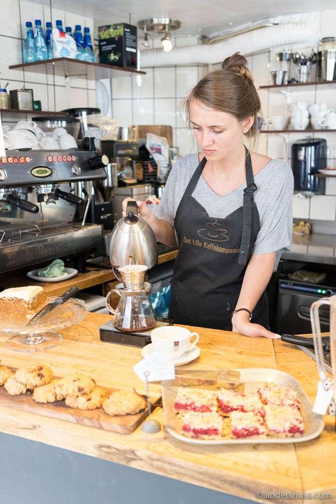 Despite the 90s design, Det Lille Kaffekompaniet brews decent Kalita coffee