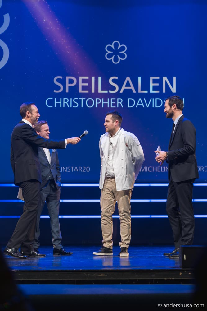 Chef Christopher Davidsen on stage to accept the Michelin star of Speilsalen from Gwendal Poullennec and the host Thomas Giertsen.