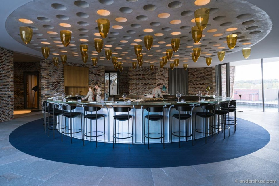 You start and end your meal at the circle bar of restaurant LYST.