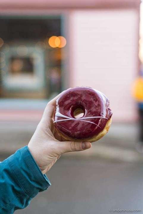 Raspberry-glazed at Doughnut Worry in Stavanger.