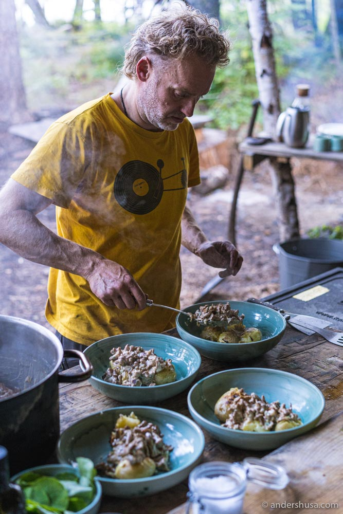 Flemming making a dish of potatoes and mushrooms.