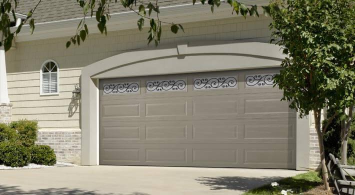 gray Lincoln garage door in Logan, Utah