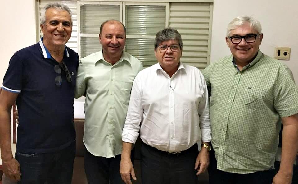 Em encontro com João, Tota e Roberto esqueceram dos seus vereadores