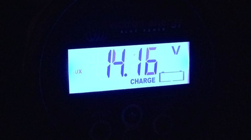 Victron BMV-702 displaying voltage of start battery