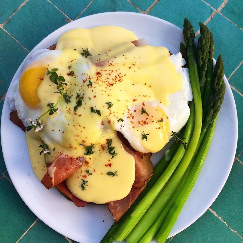 Grain-free Eggs Benedict w/ Hollandaise Sauce