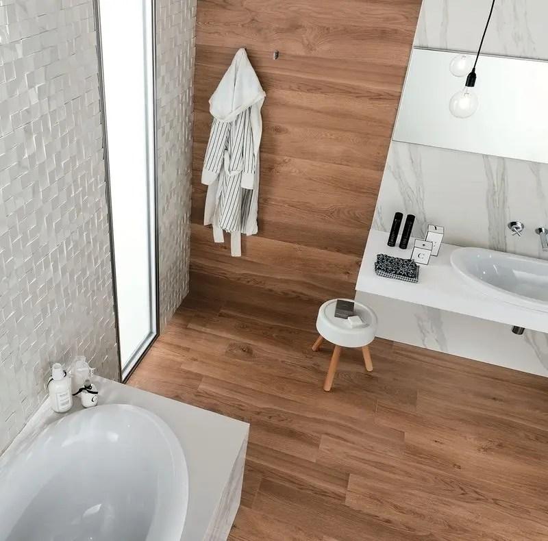 Rivestimenti bagno un mix di legni e marmo che esalta i - Rivestimento bagno finto legno ...