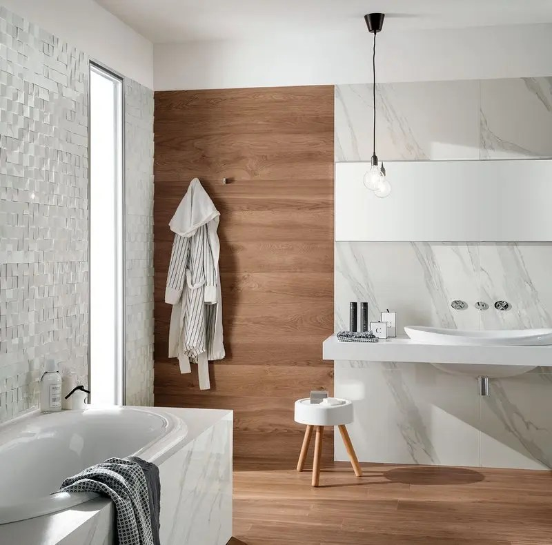 Rivestimenti bagno un mix di legni e marmo che esalta i - Rivestimento bagno effetto marmo ...
