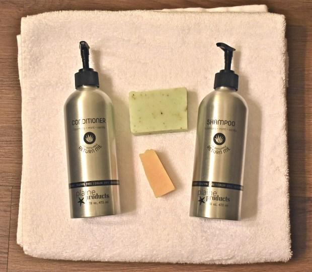 Build Your Own Plastic-Free Zero Waste Travel Toiletry Kit | Andiamo Aurora  | How do you save the planet in the bathroom? With my zero waste toiletry kit check list I'll show you how to limit your plastic waste as you travel.