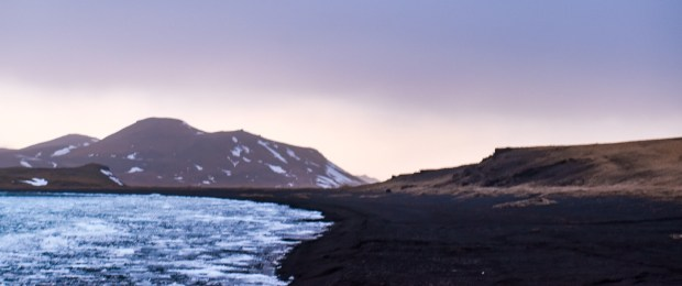 Kleifarvatn | REYKJANES PENINSULA TRAVEL GUIDE AND ITINERARY | www.andiamoaurora.com | Explore Iceland's Reykjanes Peninsula with a one-day road trip with more than 20-must see sites