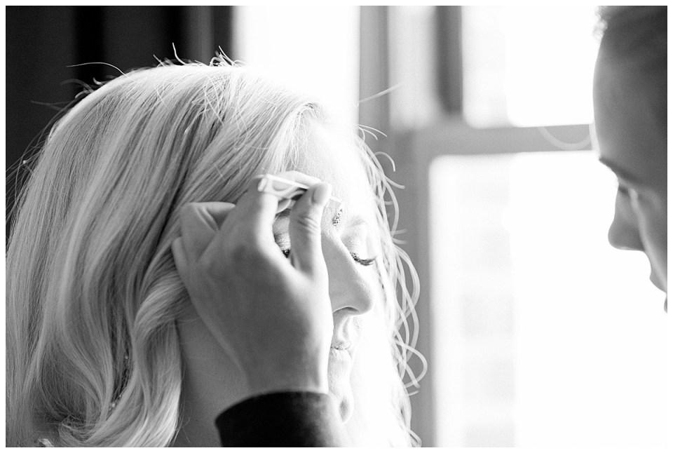 Black and white of Bindi dot being applied| Indian Hindu wedding ceremony Tulsa| Tulsa Wedding photographer| Destination wedding photographer| Andi Bravo Photography
