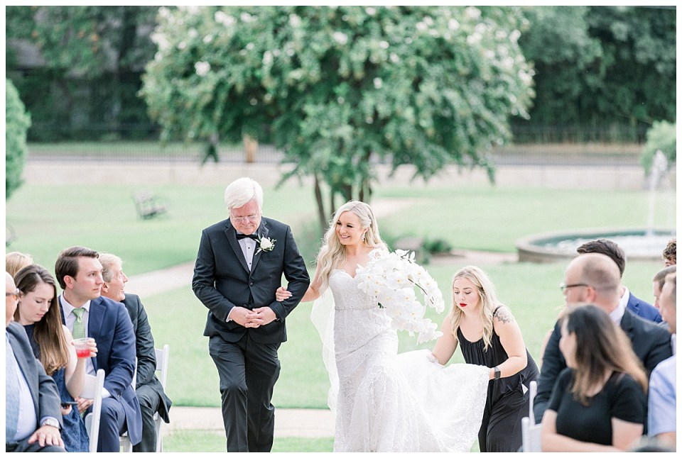 Bride walks up aisle with father| Andi Bravo Photography
