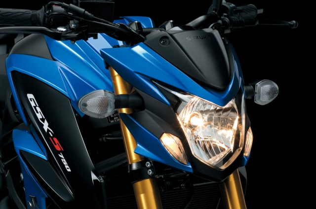 GSX-S750_A_L7_HeadLight_2_1489033937