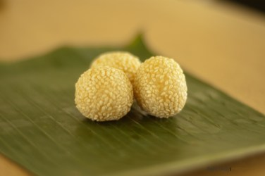 Indonesian-cuisine-jajanan-pasar-05 onde-onde