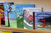 Mașinuța Curcubeu printre celelalte cărți suedeze pentru copii