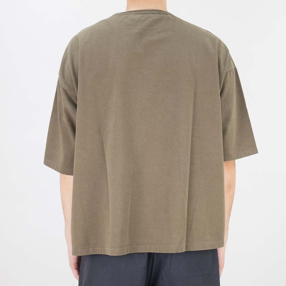 Kuro Dyed Wash Tee (Playful Jeep) - Khaki
