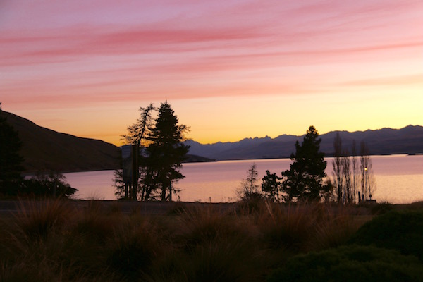 Atardecer Lago Tekapo-Andorreando por el Mundo