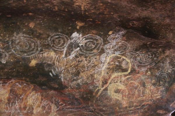 Pinturas Kulpi Mititjulu-Andorreando por el Mundo