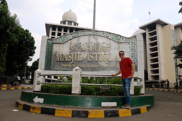 Entrada mezquita Istiqlal