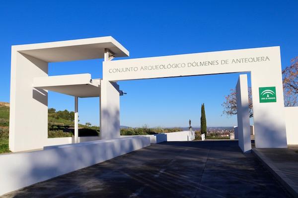 Entrada al Conjunto Arqueológico Dólmenes de Antequera