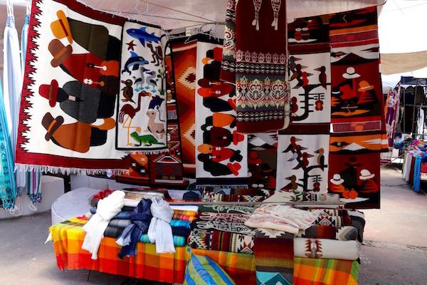 Artesanía Plaza de los Ponchos.