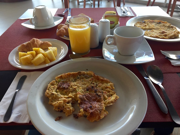 Desayuno hotel GHL Style Belvedere.