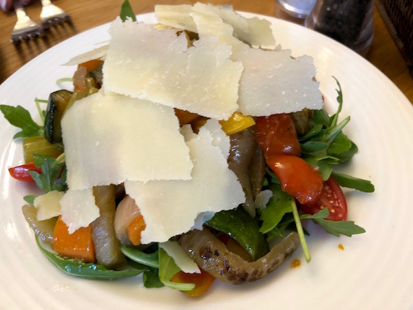 Ensalada vegetales, Restaurante L'Osteria.