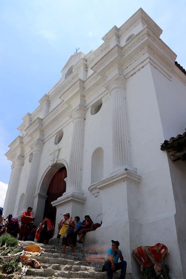 Escalinata de la Parroquia de Santo Tomás Chichicastenango.