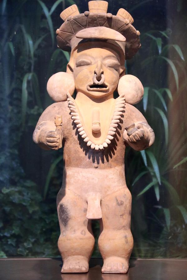 Escultura Sala 8, Museo de arte Precolombino.
