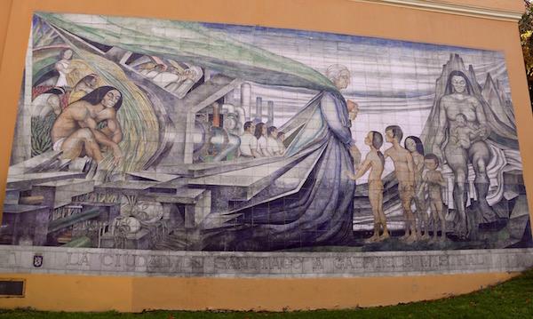 Mural Cerámica a la poeta Gabriela Mistral.