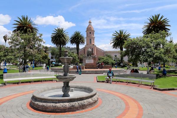 Plaza Bolívar, Otavalo.