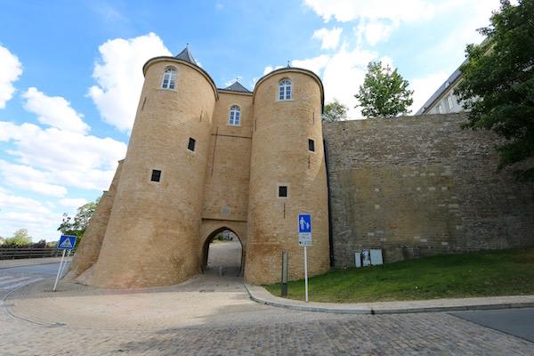 Puerta de las 3 torres (Tris Tours)