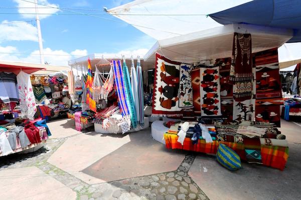 Puestos, Plaza de los Ponchos.