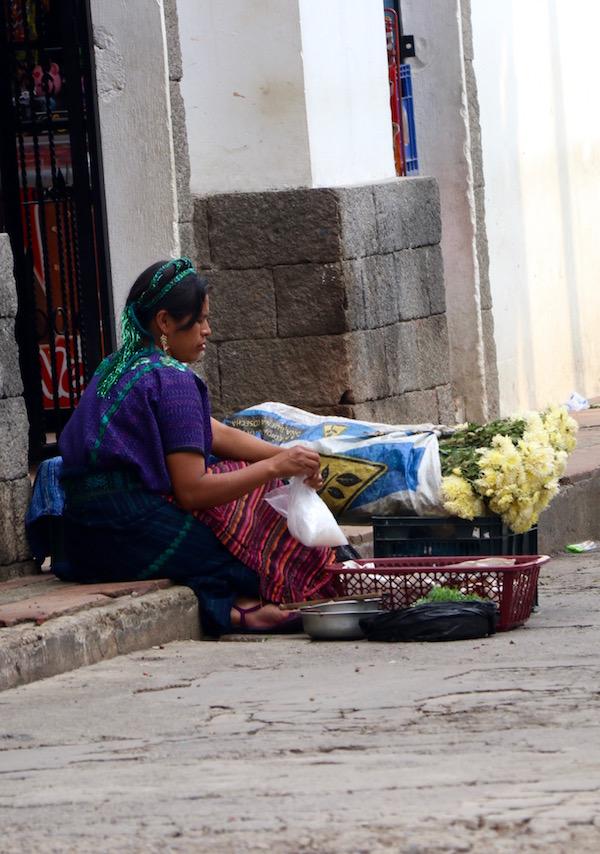Vendedora Indígena del Pueblo San Antonio Palopó.