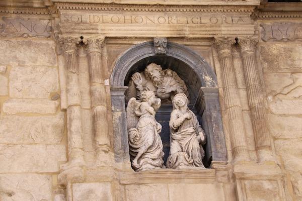 Detalles fachada iglesia de San Gabriel.