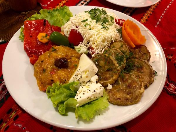 Ensalada búlgara, Restaurante The Hadjidragana Tavern.