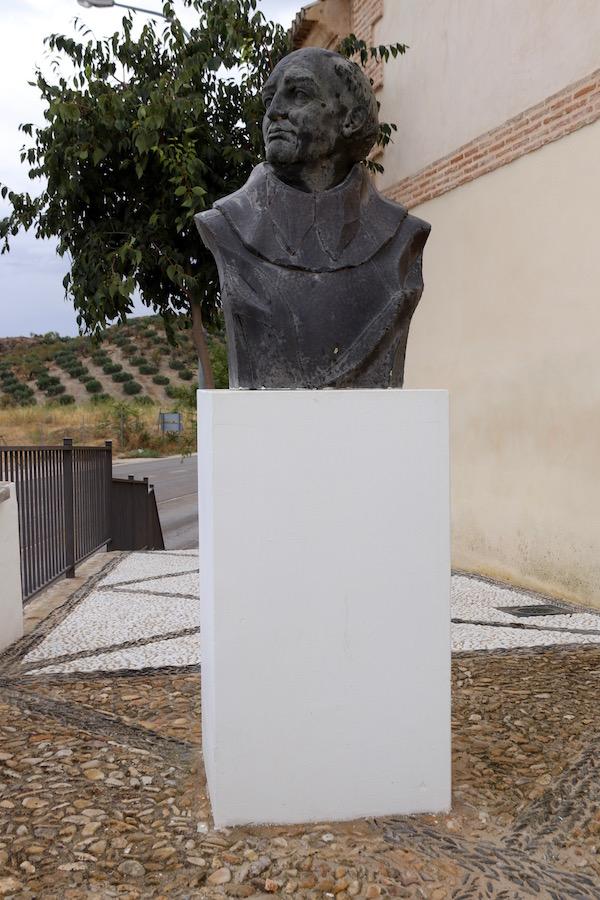 Escultura Fray Alonso de Montúfar.