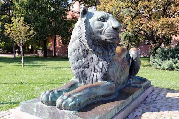 Escultura León.