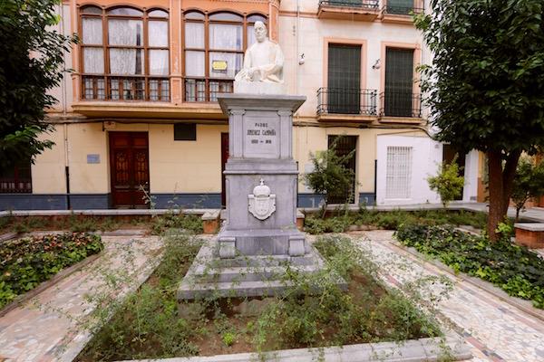 Escultura del Padre Jiménez Campaña.