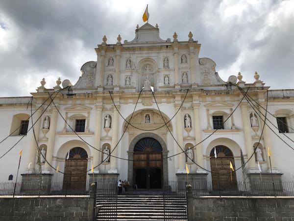 Fachada catedral o parroquia de San José.