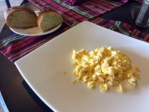 Huevos revueltos, hotel Villa Colonial, Antigua.
