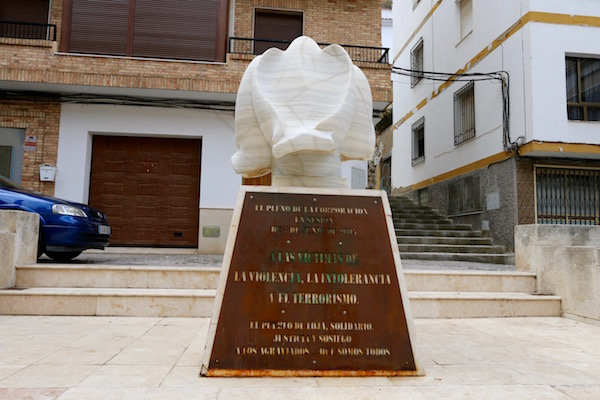 Monumento a las víctimas de la violencia.