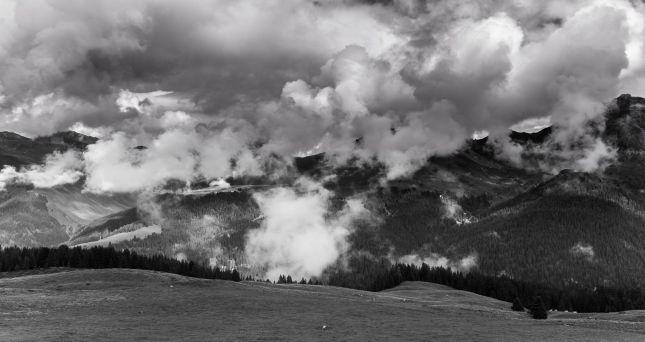 Wolkenformation in den Bergen von Arosa
