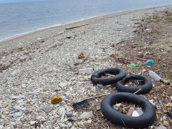 Sur la plage de Lesbos, Grèce, mai 2016 (photo André Mâge).