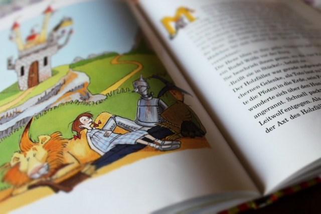 Eine meiner Lieblingsgeschichten. Die Kinder haben keine Lust auf das Buch und wir vereinbaren, dass sie sich dann halt selber vorlesen müssen. Vermutlich ist das mit Vereinbarkeit gemeint.