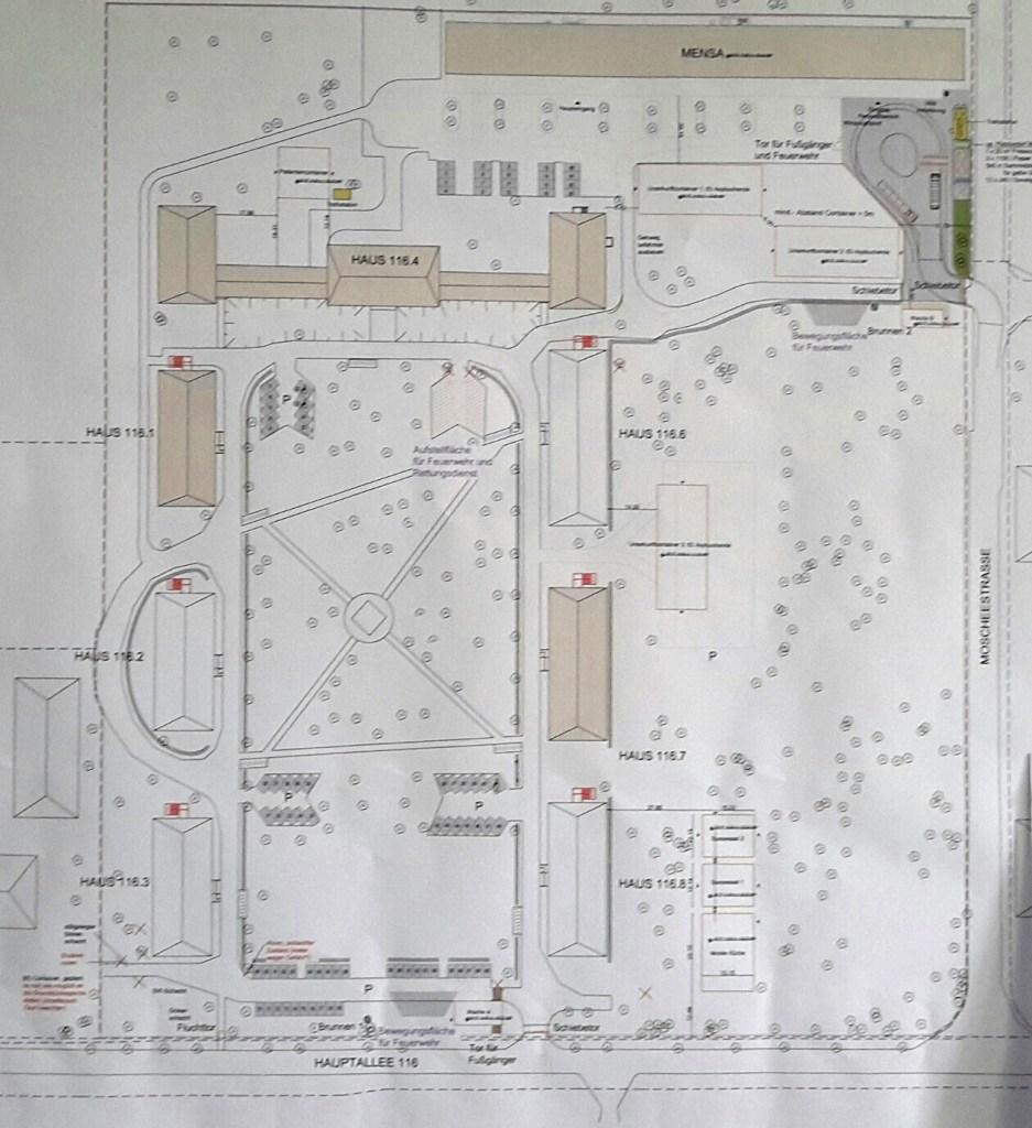 Die Planzeichnung des Geländes. Die etwas dunkler markierten Gebäude sind diejenigen, die bis Ende des Jahres zur Verfügung stehen werden. Der große Bau oben ist das Verwaltungsgebäude in dem auch die