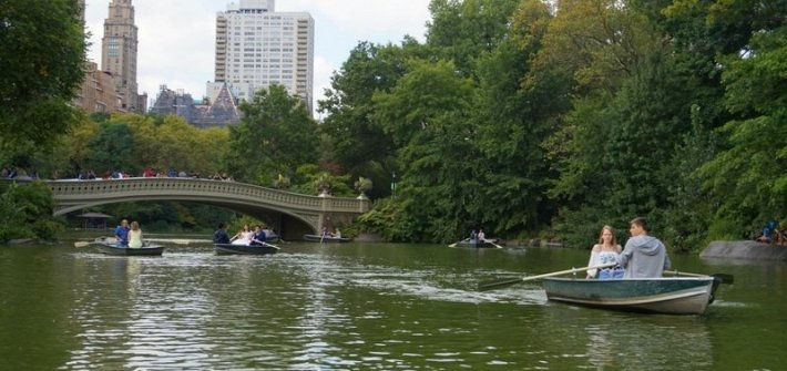 Row Boating in Central Park | www.andreapeacock.com