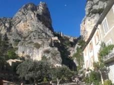 Moustiers e sulla rupe il Monastero