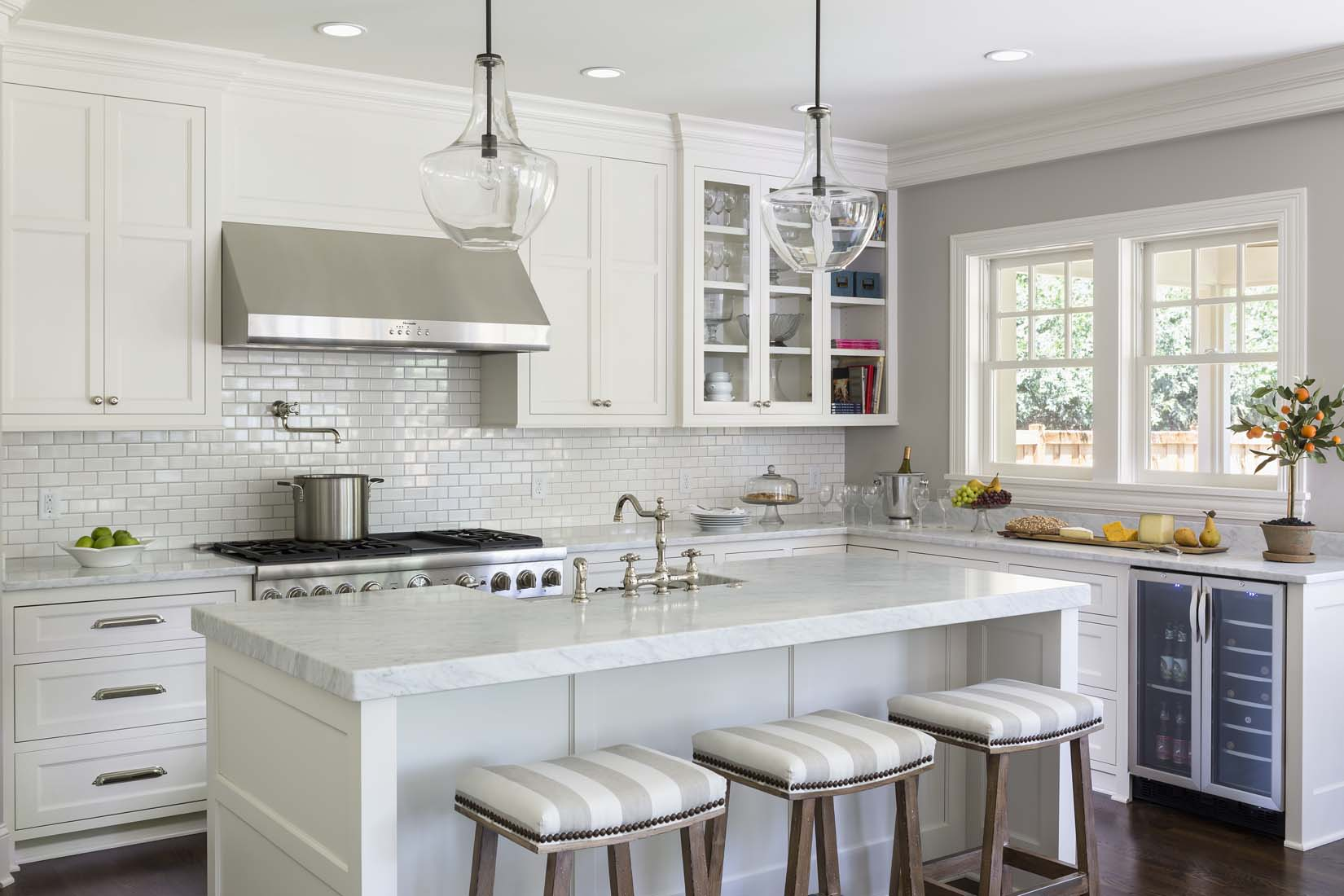 large white kitchen island undermount stainless steel sinks andrea rugg photography residential interiors